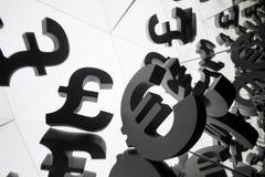 欧元和磅与许多镜象的货币符号 免版税库存照片