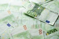 欧洲金钱银行 背景发单欧元 发单欧元一百一个 欧洲批次 免版税库存图片
