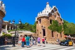 正门Guell公园在巴塞罗那 免版税库存图片
