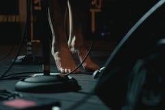 歌手的赤裸脚 免版税库存照片