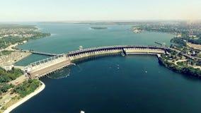 水力发电厂次幂 倾销从水库空中录影的水 影视素材