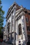 沿威尼斯街道的一个前教会  免版税库存照片