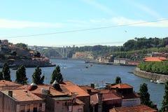 波尔图沿河杜罗河和桥梁Dom从盖亚波尔图,葡萄牙的雷斯的 免版税图库摄影