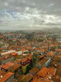 波尔图,葡萄牙美丽如画的全景视图在阴天 库存照片