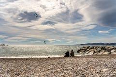 法国海滨的圣徒raphael的,法国风筝冲浪者 免版税库存照片