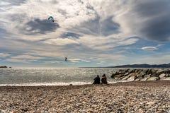法国海滨的圣徒raphael的,法国风筝冲浪者 库存照片