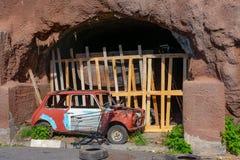 流洒在马德拉的一个洞 免版税库存照片