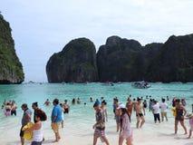海和海滩的美丽如画的看法在普吉岛,泰国在一个晴天 免版税图库摄影