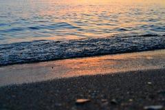 海滩,美丽,蓝色,云彩,海岸,黄昏,晚上,天际,海岛,风景,光,山,自然,海洋,桔子,岩石,ro 库存图片