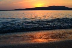 海滩,美丽,蓝色,云彩,海岸,黄昏,晚上,天际,海岛,风景,光,山,自然,海洋,桔子,岩石,ro 免版税图库摄影