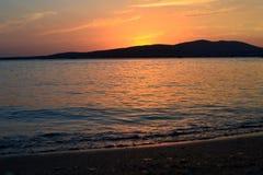 海滩,美丽,蓝色,云彩,海岸,黄昏,晚上,天际,海岛,风景,光,山,自然,海洋,桔子,岩石,ro 免版税库存照片