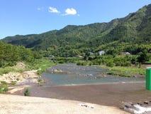 海边风景在中国在中国的山的SummerSwimming在夏天 免版税库存照片