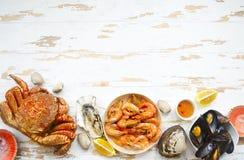 海鲜新鲜品种在灰色厨房用桌上的 库存照片