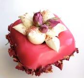 淡粉红色与奶油色和干可食的花的花束点心 免版税库存照片