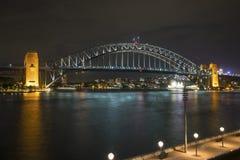 港口桥梁在晚上,悉尼,澳大利亚 图库摄影