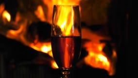木火燃烧的火焰运动和杯酒 股票视频