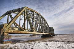 有天空蔚蓝的火车桥梁 库存图片