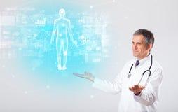 有充分的身体地图概念的专业医生 库存照片