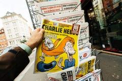 有国际妇女天讽刺画购物报亭的查理Hebdo 免版税库存图片