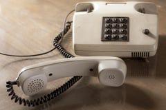 有棕色按钮的葡萄酒电话 免版税库存图片