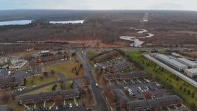 有美国的全景空中垂直的视图住宅房子在秋天期间 影视素材