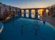有热量watere的美好的游泳场在日落 库存图片