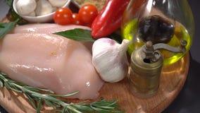 有菜和香料的鸡内圆角 影视素材