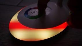 有被带领的灯的台灯 与LED和RGB光的光 轻的开关,3个背后照明方式,特写镜头a 股票视频
