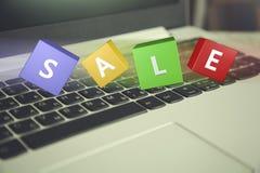 有销售文本的键盘 免版税库存照片