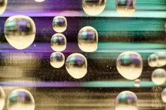 抽象紫色和绿色的泡影 库存图片