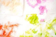 抽象背景手画水彩 油漆绿色污点在一块白色餐巾的 库存照片