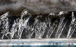 接近的喷泉喷洒的泡影 图库摄影