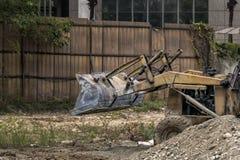 推土机在工地工作移动铁锹 图库摄影