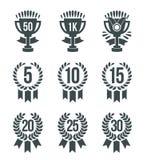 成就优胜者象 设置象包括与星的排列的数字奖牌战利品奖牌在白色的30概述优胜者 库存例证