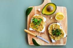 成熟鲕梨果子 包含好油脂的健康节食的superfood 库存图片