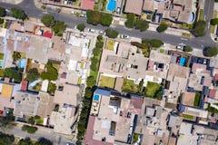 房子的屋顶顶视图在La极光,米拉弗洛雷斯区的 免版税库存照片