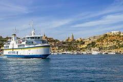 戈佐岛在Mgarr港口的海峡线船在Mgarr,戈佐岛,马耳他镇  库存图片