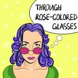 戴眼镜的流行艺术妇女与讲话泡影:通过玫瑰色的玻璃 也corel凹道例证向量 免版税库存照片