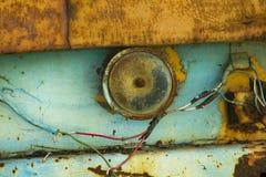 是生锈的老汽车喇叭 免版税库存照片