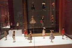 显示在不同的芭比娃娃玩偶的夏天礼服 库存照片
