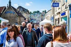 星期天市场在Frome上在Frome,萨默塞特,英国市场采取 库存照片