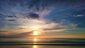 日落在泰国,在天空,普吉岛的云彩 库存照片