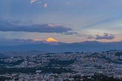 日落的,基多,厄瓜多尔卡扬贝火山 图库摄影