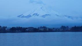 时间间隔在富士山的云彩运动在日本 影视素材