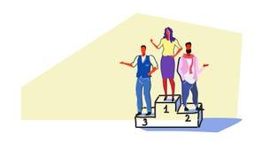 愉快的商人站立的优胜者指挥台成功的女实业家第一位置公司成功胜利概念 向量例证