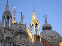 教会的圆顶在威尼斯 免版税库存照片