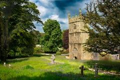 教会的春天视图Lanhydrock地面的在博德明附近的 库存图片