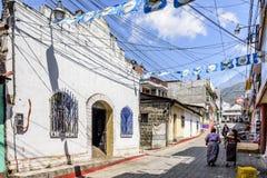 教会&街道场面,圣地亚哥Atitlan,湖Atitlan,危地马拉 库存照片