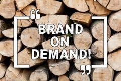 手写文本在Deanalysisd的文字品牌 意味智力的概念需要聪明的想法的支持协助 免版税库存照片