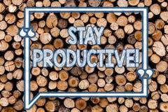 手写文本有生产力文字的逗留 意味效率集中生产力木背景的概念 图库摄影
